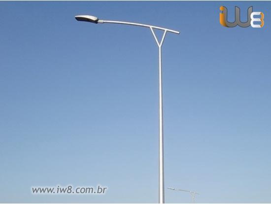 Postes Metálicos para Iluminação Pública